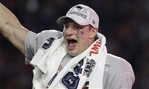 Patriots-Gronkowski-Retires-Football